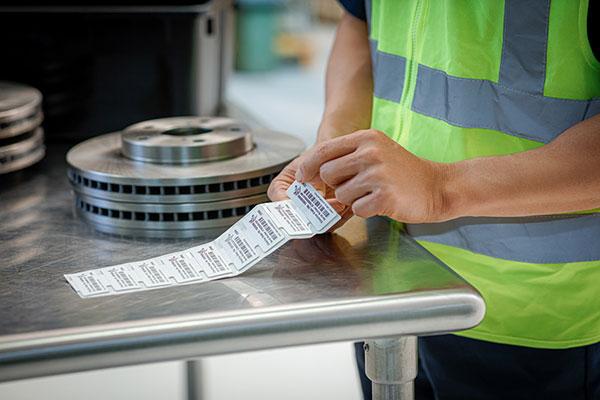 étiquette adhésive code barre industrielle